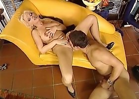 Heart-Stopping Blonde Gives Her Pussy To Impassioned Pussy Licker