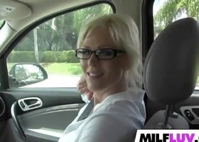 Pleasing MILF Kaylee Brookshire