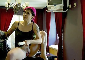 A lesbian babe shows Joanna Angel how to get herself off