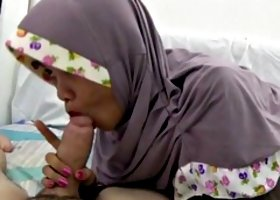 tudung hijab cock sucker blowjobs
