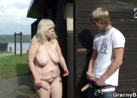 He nails her old pussy on public