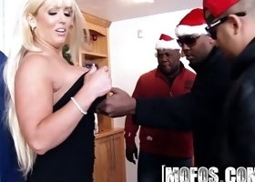 Mofos - Milfs Like It Black - Alura Jenson - Horny Holidays